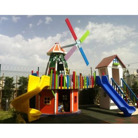 Ahşap Renkli İki Kuleli Değirmen Park